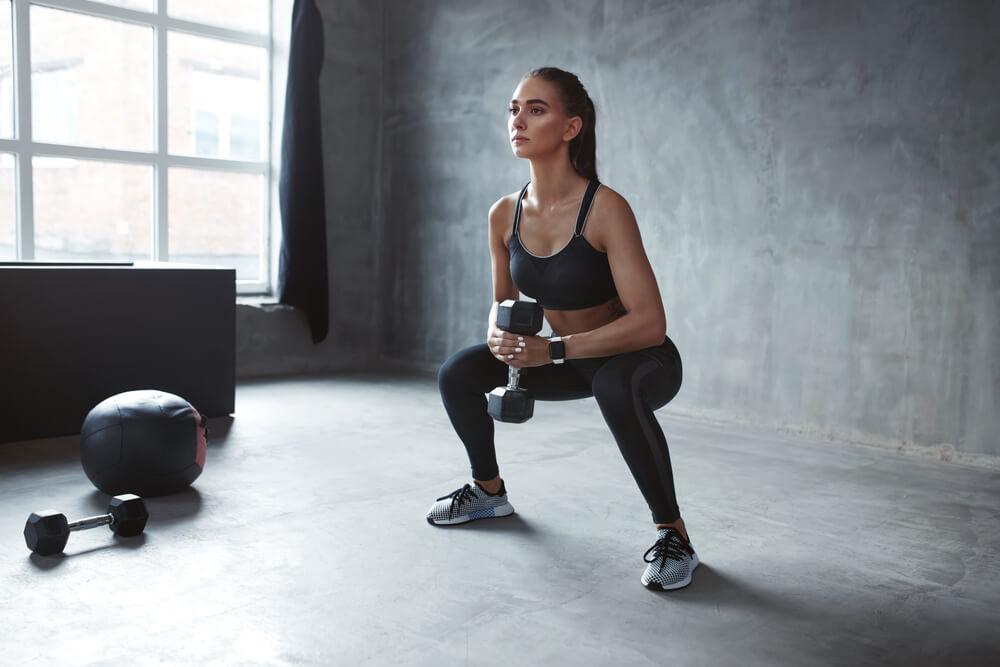 dumbbell squat woman